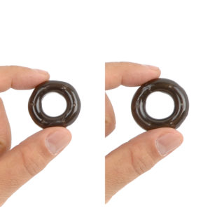 A comparison between the S and M size. The thickness of the outer part of the ring is 0.8 cm, which is the same for all types.