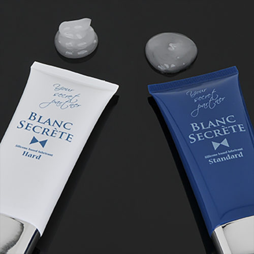"""A comparison between the """"Hard"""" and the """"Standard"""" type; after a while, the """"Standard"""" type lube starts to become smoothed out from its own weight. Contrarily, the """"Hard"""" type maintains its form."""