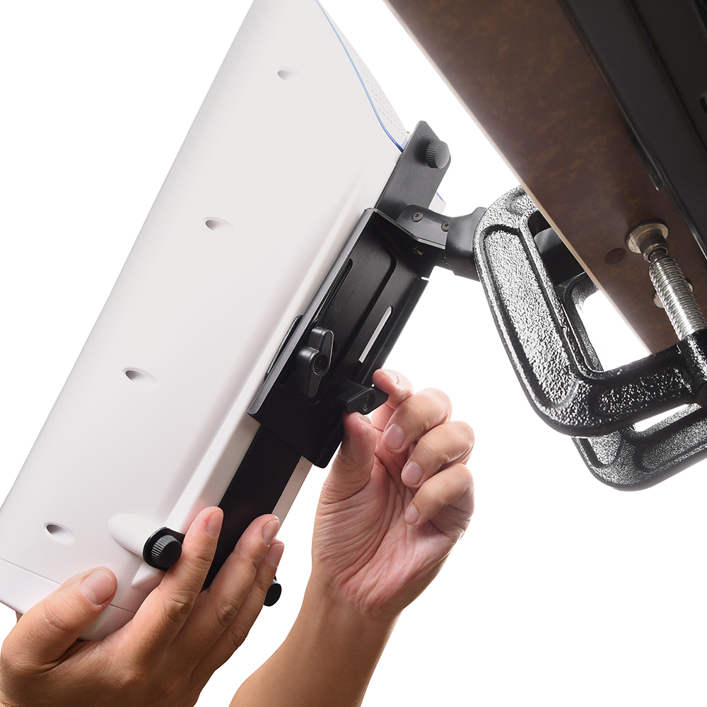 [Step 3] Adjust the angle and position to your preference. Make sure the screws are fully inserted and locked.