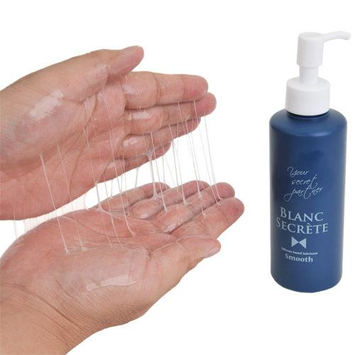 程よく糸を引きながら、表面に極薄膜を形成。シルキーな潤滑特性と、半水溶性ならではの潤い感も魅力。