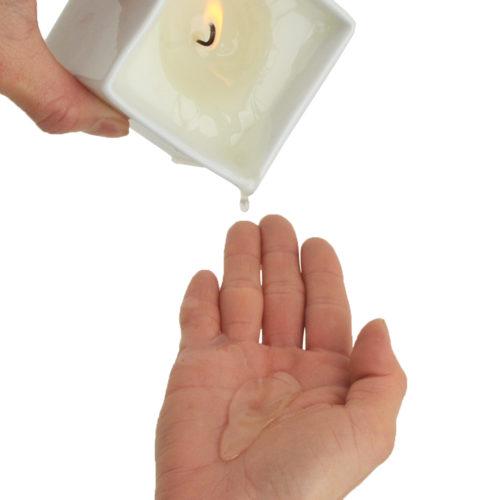 リラックスできる香りが徐々に部屋を包みこみます。ほぼ熱くないので心配なく使えます。