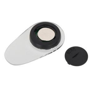リモコンの電源は平型ボタン電池×1個(付属)です。電池キャップにある溝にコインなどを挟んで開閉してください。