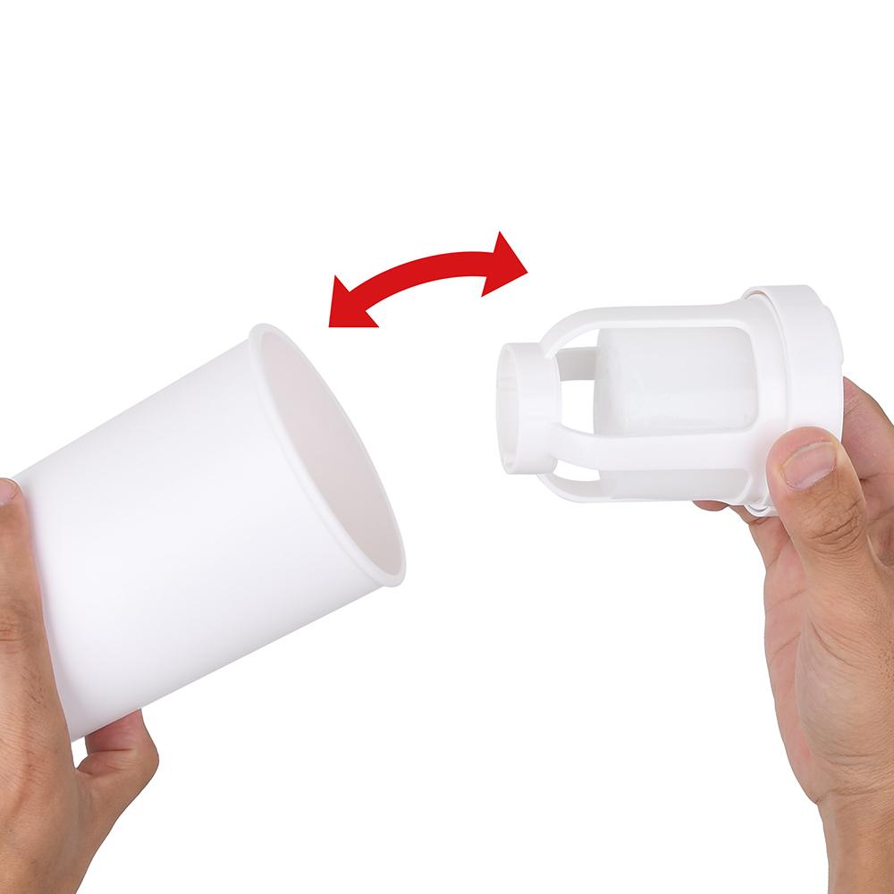 本体とカップの接続はマグネット式。抜き差しするだけのイージーな仕様も、某サイクロン機を手本にしています。