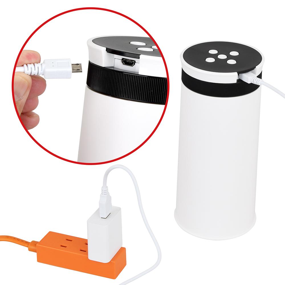 microUSBケーブルを変換アダプタで繋げば、家庭用電源からも給電可能。バッテリー切れの心配がありません。