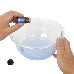 お好きなアロマオイルを垂らせば、フレグランスローションとしても楽しめます。できるだけ天然の精油を使うことをオススメします。
