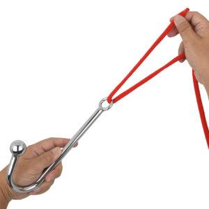 リングにロープやチェーンを通し引っ張ることで、陵辱的なSMプレイへと発展。また、セルフで楽しむときにも有効です。