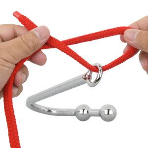 セルフプレイ時に有効なリング。ロープやチェーンを通し引っ張ることで、陵辱的なSMプレイにも発展します。
