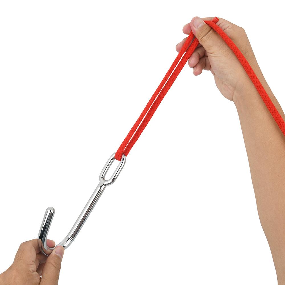 ロープやチェーンを通せるリングは、ちょっとタテ長。セルフプレイでもテンションを掛けやすく、陵辱的なプレイも可能。