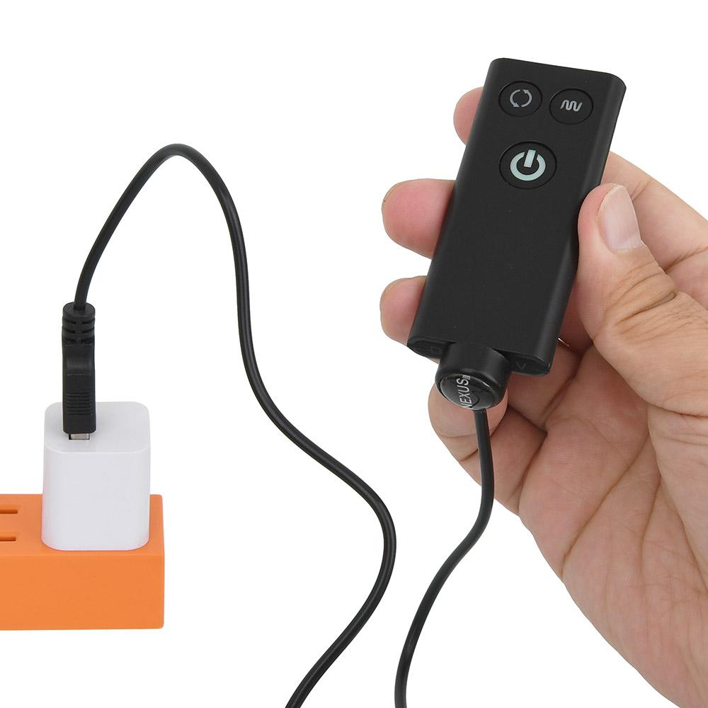 """""""ステルスWP""""や""""エクストリーム""""と同じ仕様の充電式リモコン。付属のケーブルで充電できるのが便利ですね。"""