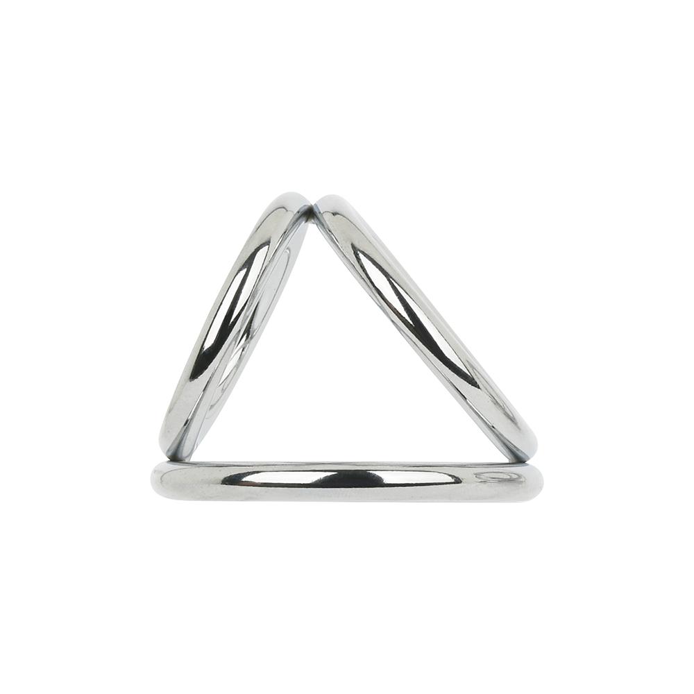 絶妙な角度で接続されたトライアングル形状。自分にとって一番フィットする装着向きを探してください。