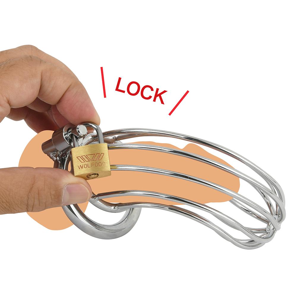 各パーツが外れないよう、付属の南京錠で施錠します。衛生面を考慮し、適度に外して陰部を洗ってください。