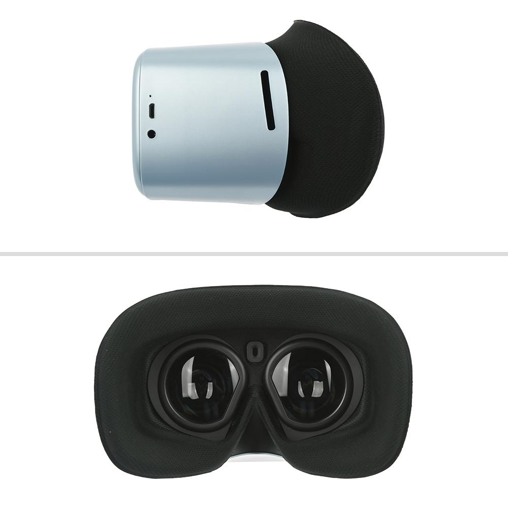 メガネを掛けたままでも装着できるのが利点。中央のセンサーにより顔を外すと停止するのが便利です。